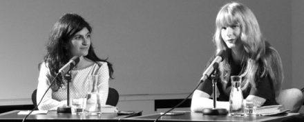 Shida Bazyar (links) und Lena Vöcklinghaus im Stuttgarter Literaturhaus (Foto: Seehoff)